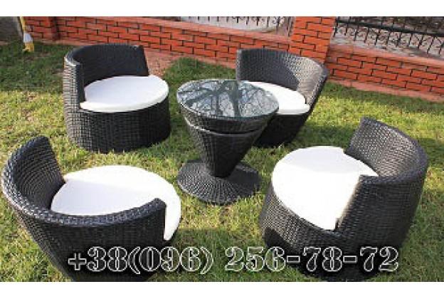 Четыре кресла и столик из искусственного ротанга A044