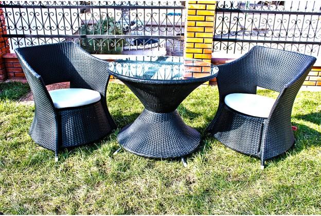 Два кресла и обеденный стол из искусственного ротанга А020